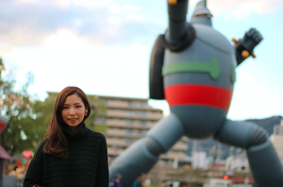 (照片後方是鐵人28號,阪神大地震後為了復興而建。作者是神戶出身的漫畫家橫山光輝先生)